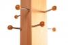 acht Aufhänger an massiver Säule von Garderobenständer aus Holz