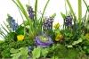 Detailansicht Dekoschale mit Frühlingsgesteck